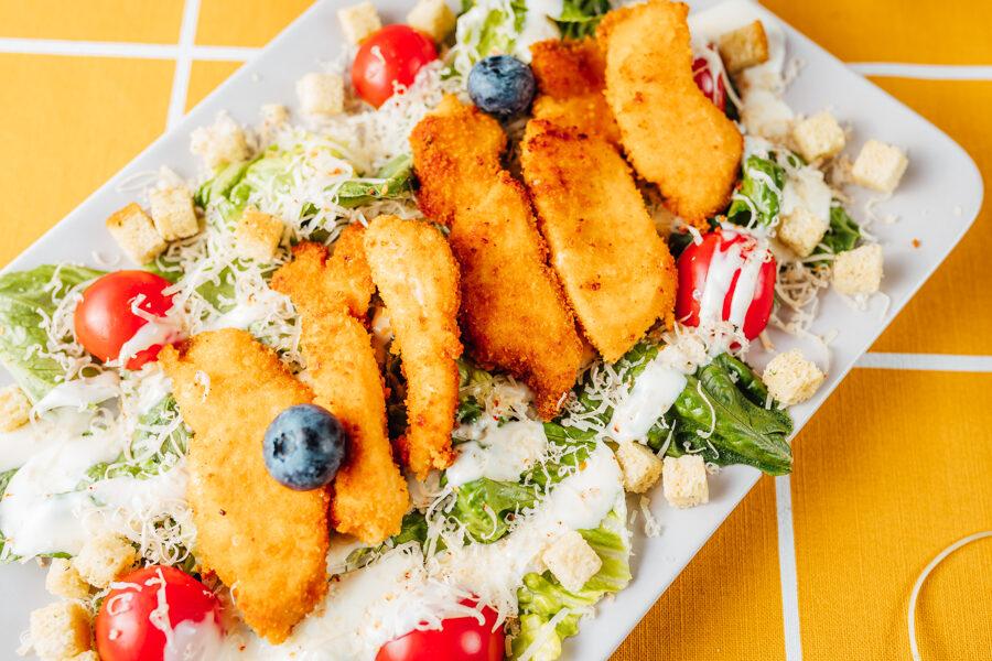 Cēzara salāti ar panētas vistas strēmelītēm - 1 kg