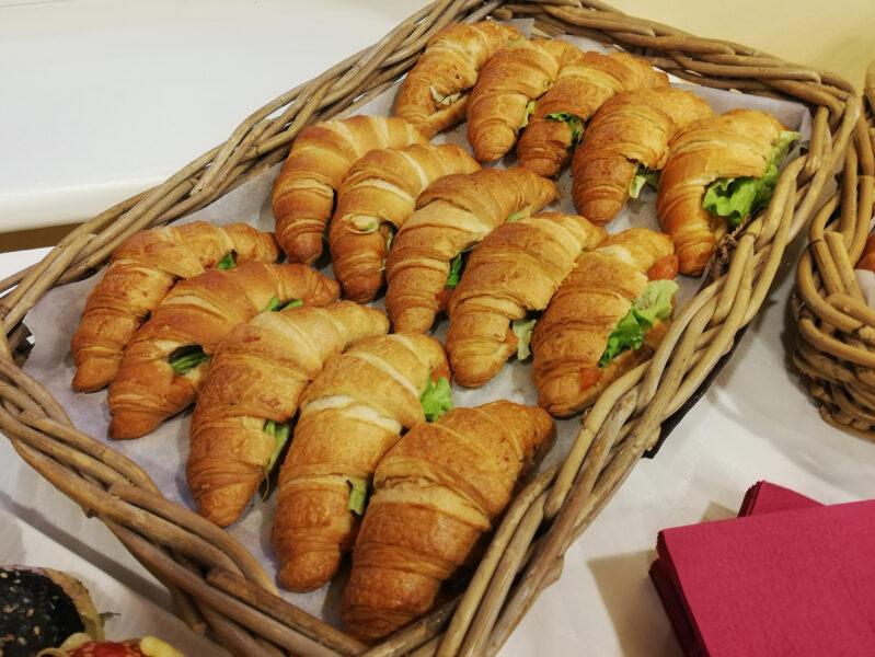Mini kruasāni ar Mocarellas sieru un tomātiem (6 gab.)
